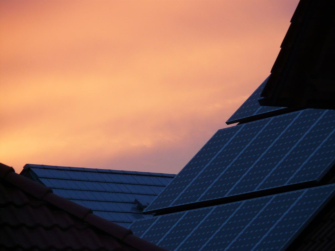 大規模太陽光発電による全量買取制度の今後